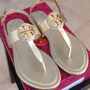 Tory Burch Bryce Flat thong sandals in Spark Gold